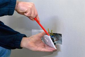 Petits travaux en électricité (rajout de prises, de luminaires, etc